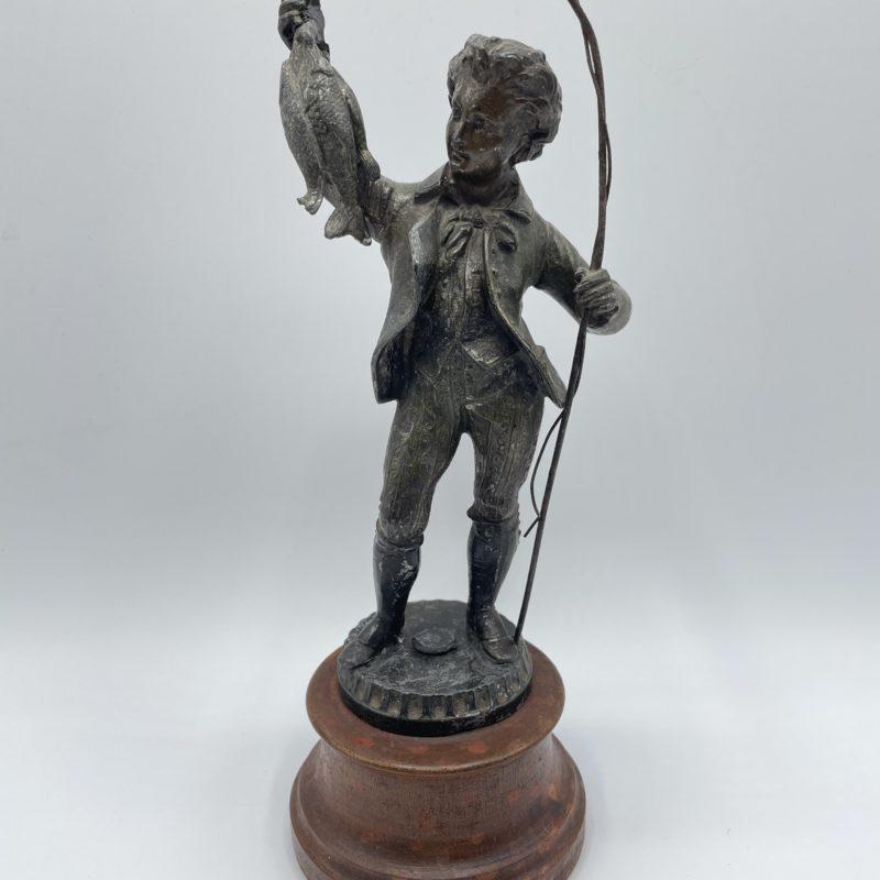 statuette pecheur