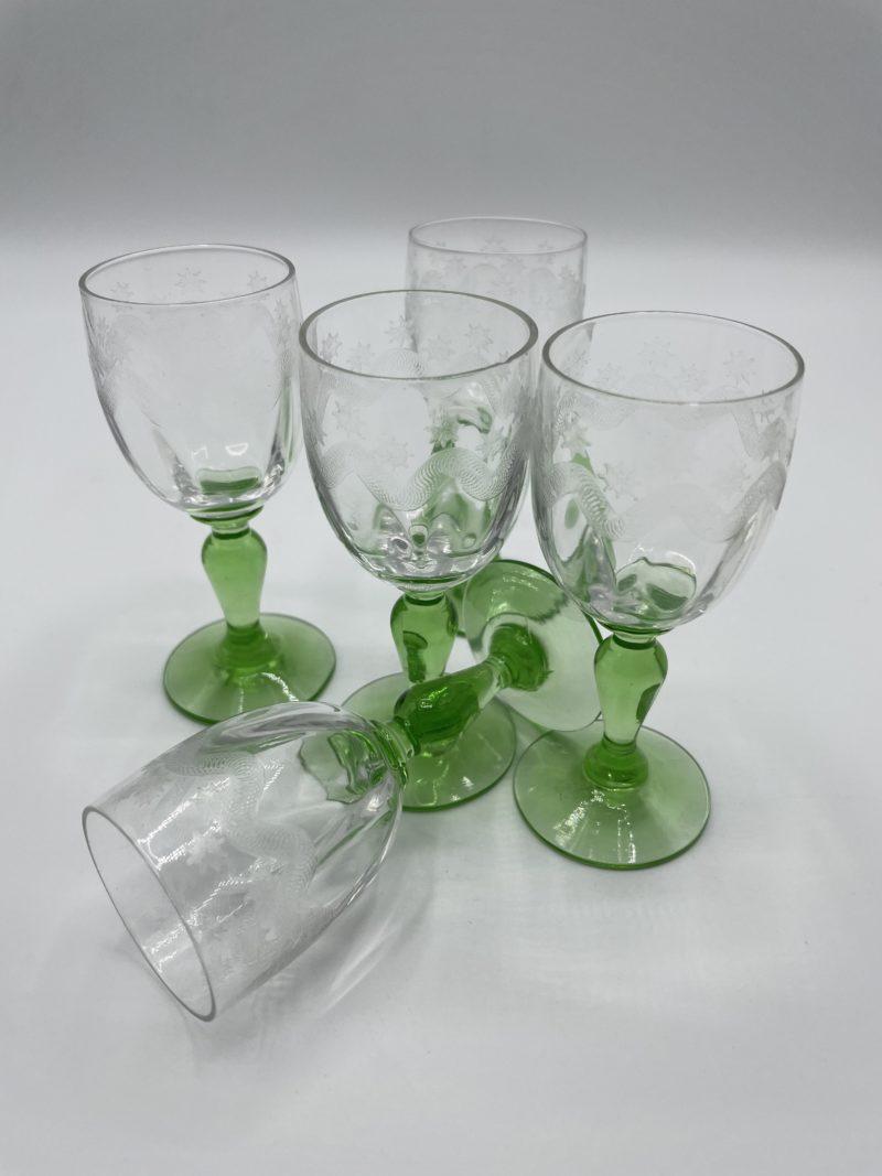verre liqueur vert
