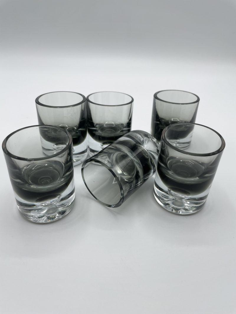 verre shot noir