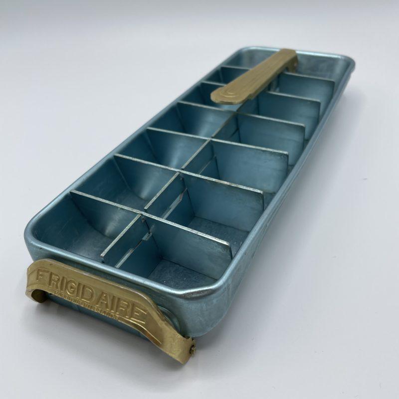 bac glaçon vintage frigidaire bleu