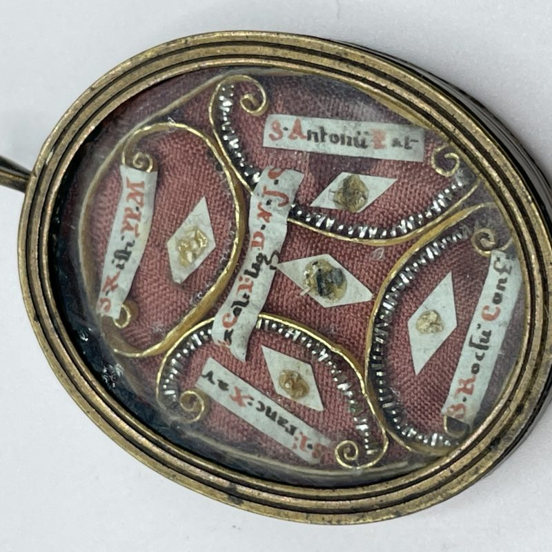 medaillon reliquaire bondeuserie collection