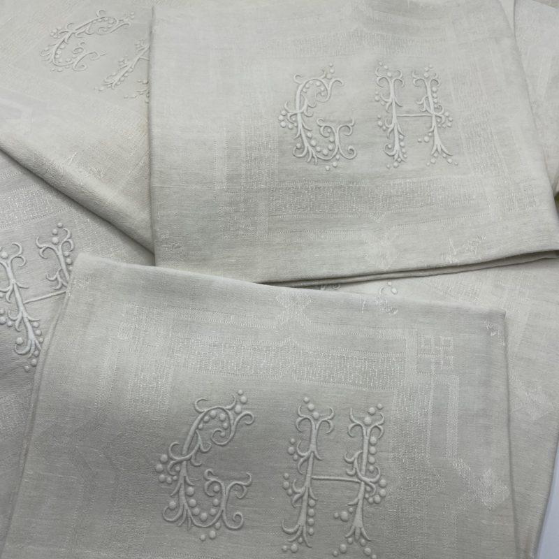 serviette vintage monogramme broderie