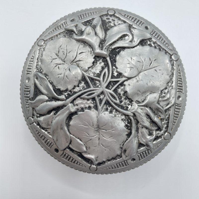 petite boite ronde aluminium vintage bijoux